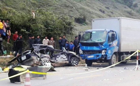 Tai nạn giao thông nghiêm trọng tại Sơn La khiến 5 người thương vong