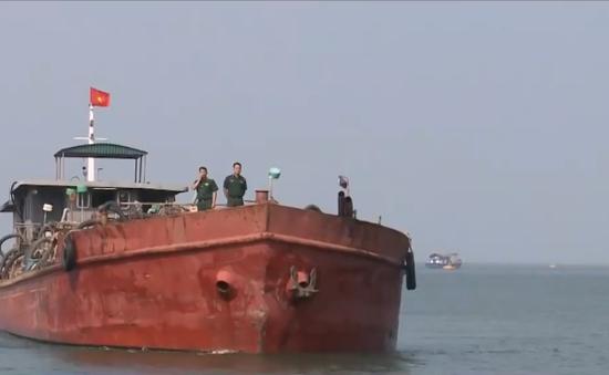 Di lý tàu sắt đâm tàu cá của ngư dân Quảng Nam