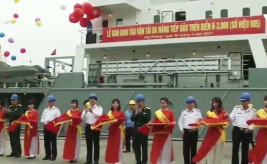 Bộ Tư lệnh Hải quân nhận tàu tiếp dầu trên biển