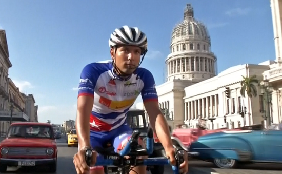 Tay đua người Áo đạp xe khắp Cuba trong vòng chưa đầy 55 giờ