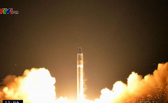 Triều Tiên công bố hình ảnh tên lửa Hwasong-15