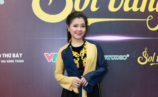 Cựu thành viên Mắt Ngọc khoe vẻ đẹp duyên dáng ở hậu trường Sol Vàng