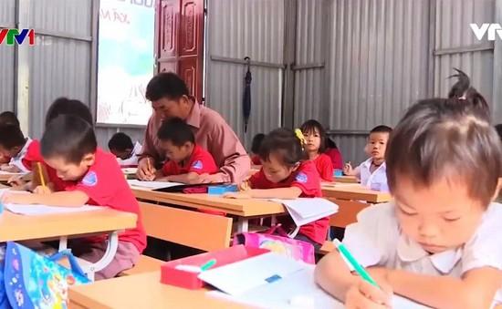 Cảm phục thầy giáo 40 năm cắm bản ở Mường La, Sơn La