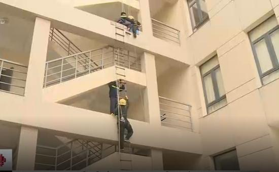 Hướng dẫn kỹ năng thoát hiểm khi cháy nhà cao tầng