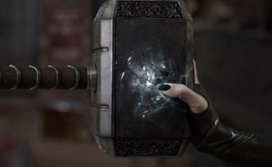 Búa thần Mjolnir sẽ nát vụn trong Thor: Ragnarok