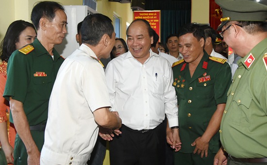 Thủ tướng thăm Xí nghiệp tập thể thương binh Quang Minh
