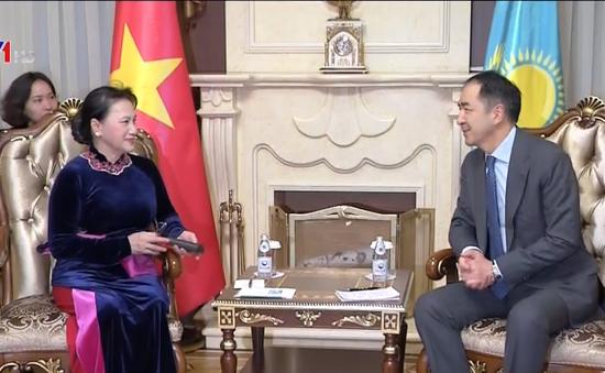 Chủ tịch Quốc hội hội kiến Thủ tướng Kazakhstan