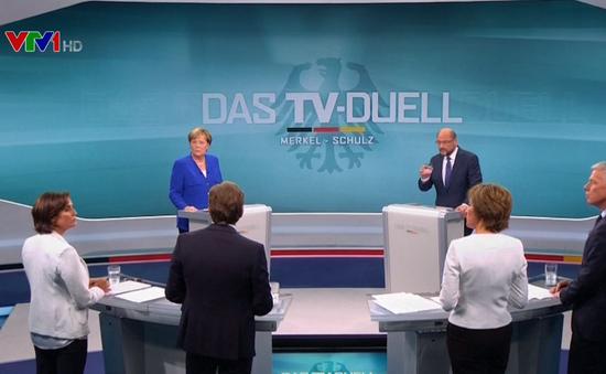 Thủ tướng Merkel chiến thắng áp đảo khi tranh luận trên truyền hình