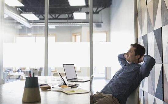 Bí quyết giảm uể oải sau 4 giờ chiều ở văn phòng