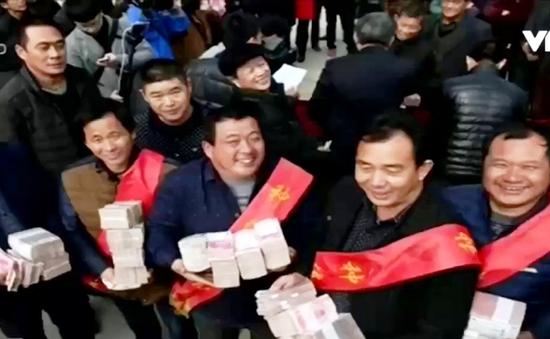 Nông dân Trung Quốc nhận gần 450.000 USD tiền thưởng Tết