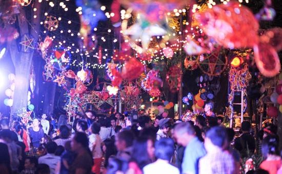 """Hàng trăm nghệ nhân vẽ ký ức Thu Hà Nội trong """"Thu vọng nguyệt"""""""