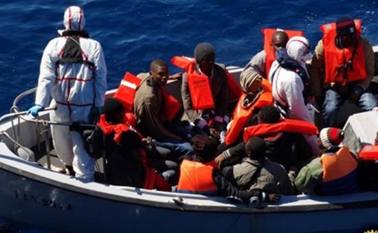 Italy giải cứu 1.500 người di cư trên biển Địa Trung Hải