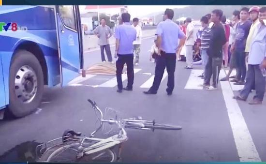 Đi xe đạp qua đường, cụ ông 77 tuổi bị xe tải đâm tử vong
