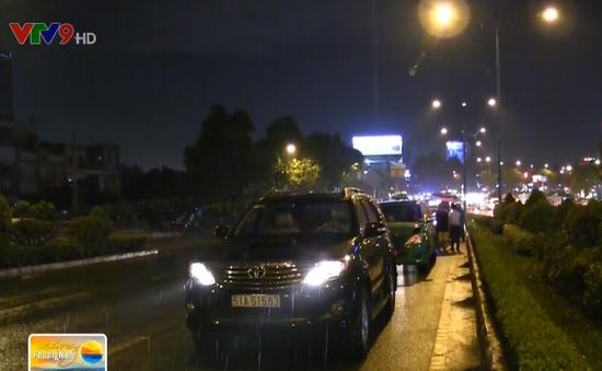 TP.HCM: Nhiều ô tô tông liên hoàn trong cơn mưa