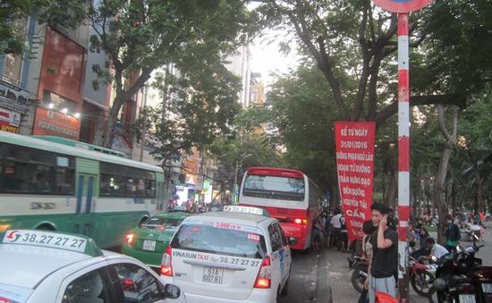 Cấm xe khách dừng đỗ trên một số tuyến đường ở TP.HCM