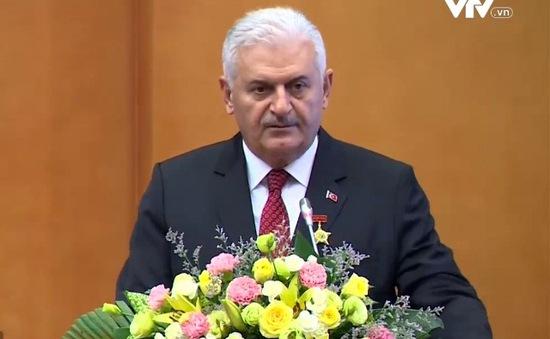 Trao kỷ niệm chương Vì sự nghiệp khoa học xã hội cho Thủ tướng Thổ Nhĩ Kỳ
