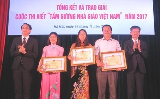 """Trao giải cuộc thi viết """"Tấm gương Nhà giáo Việt Nam"""" năm 2017"""