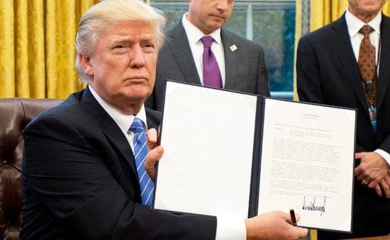 Ông Trump đã làm những gì trong 100 ngày đầu nhậm chức?