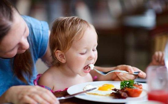 Vì sao nên cho trẻ ăn 1 quả trứng mỗi ngày?