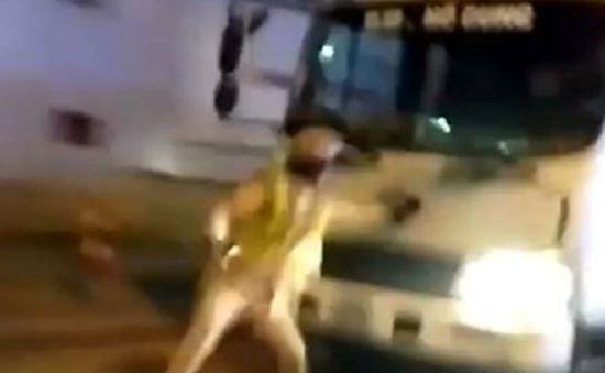 Truy xét biển số xe tải lao vào người mặc quân phục CSGT ở Hà Nội
