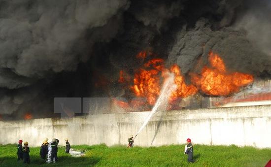 Cháy lớn thiêu rụi công ty sản xuất đồ nhựa tại TP.HCM