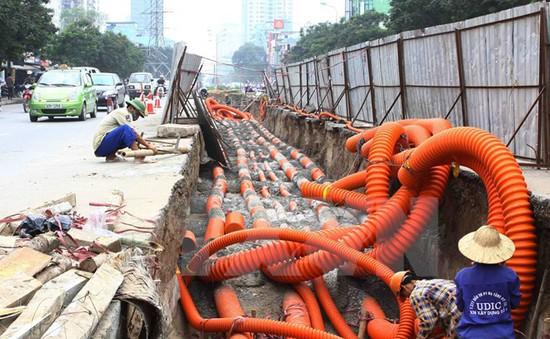 """Mục tiêu xây dựng """"thành phố không dây""""của Hà Nội đang bị chậm"""