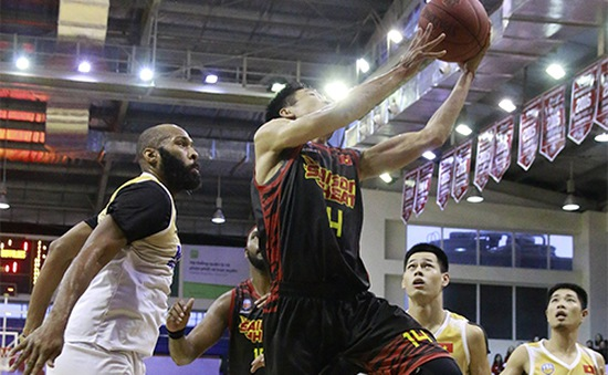 VBA 2017: Thắng thuyết phục Hanoi Buffaloes, Saigon Heat giữ vững ngôi đầu bảng