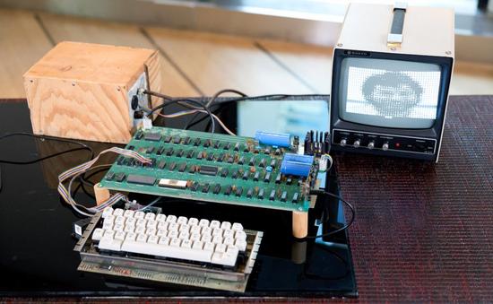 Máy tính đời đầu của Apple được bán với giá hơn... 8 tỷ đồng