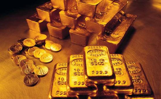 Giá vàng thế giới giảm mạnh xuống mức thấp nhất trong 5 tháng qua