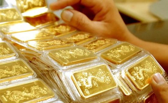 Giá vàng trong nước giảm theo thế giới