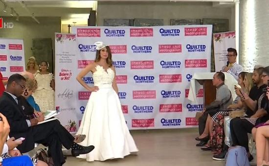 Váy cưới làm từ... giấy vệ sinh