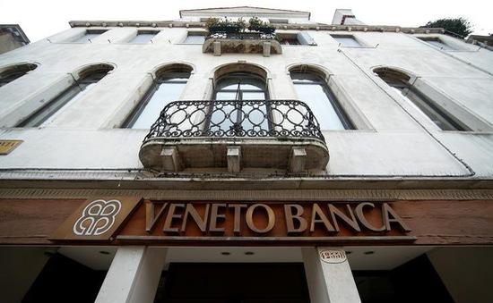 Italy giải cứu hai ngân hàng sắp phá sản