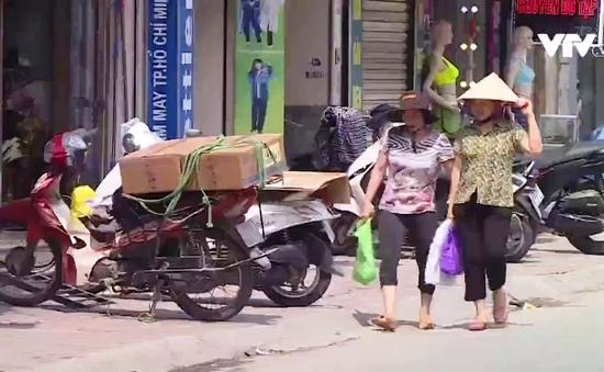 Tái diễn tình trạng lấn chiếm vỉa hè ở Hà Nội