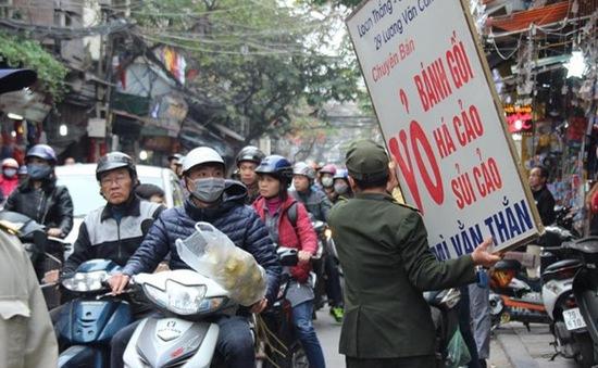 Hà Nội xử phạt nhiều trường hợp lấn chiếm vỉa hè