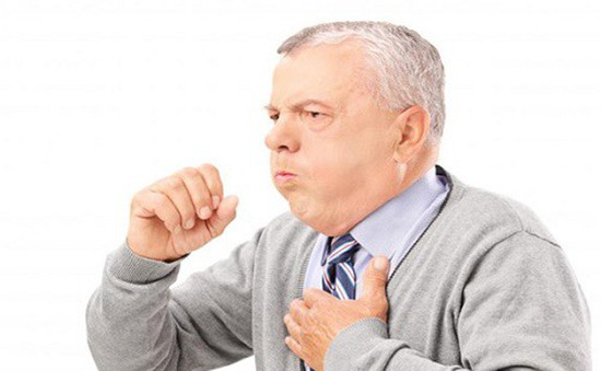 Ho ít, nhẹ cũng có thể là dấu hiệu viêm phổi ở người cao tuổi