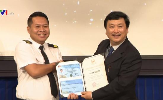 Việt Nam giúp Campuchia đào tạo phi công