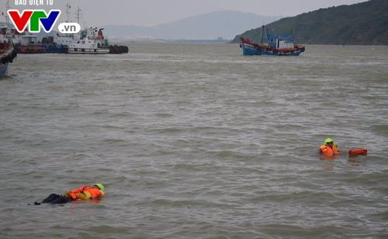 Áo phao cứu sinh đa năng cho ngư dân