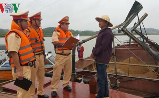 Tái diễn tình trạng khai thác cát trên sông ở Quảng Nam