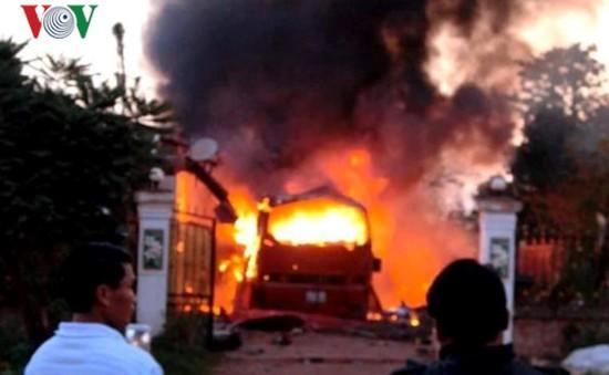 Xe khách tuyến Nghệ An - Lào bốc cháy, 5 người thương vong