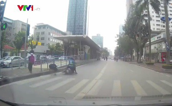 Vượt đèn đỏ gây tai nạn