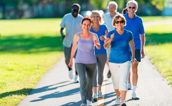Đi bộ nhanh giảm nguy cơ đau tim