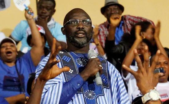 Cựu danh thủ George Weah đắc cử Tổng thống Liberia