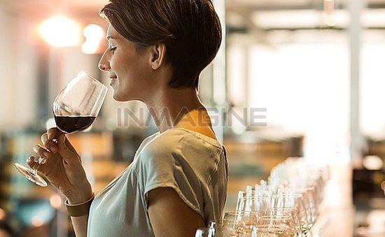 3 bước cơ bản để nếm rượu vang của các chuyên gia