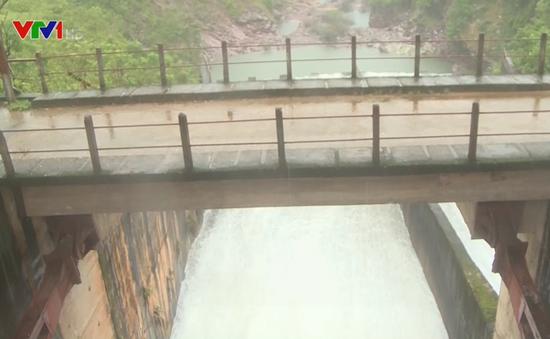 Các hồ thủy lợi, thủy điện ở Hà Tĩnh xả lũ, đảm bảo an toàn cho vùng hạ du
