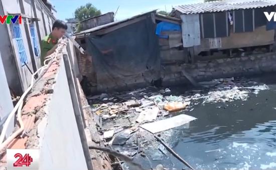 Doanh nghiệp chế biến hải sản lén lút xả thải ra sông