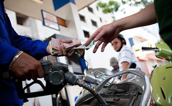 Giá xăng giảm tiếp hơn 400 đồng/lít
