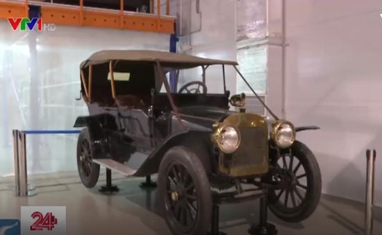 Chiêm ngưỡng những chiếc xe huyền thoại của điện Kremlin