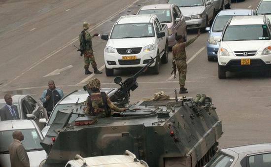 Quân đội Zimbabwe giành quyền kiểm soát đất nước