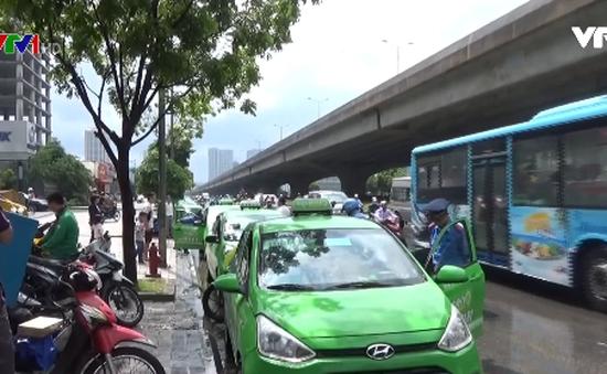 Hà Nội thiếu điểm đỗ cho xe taxi