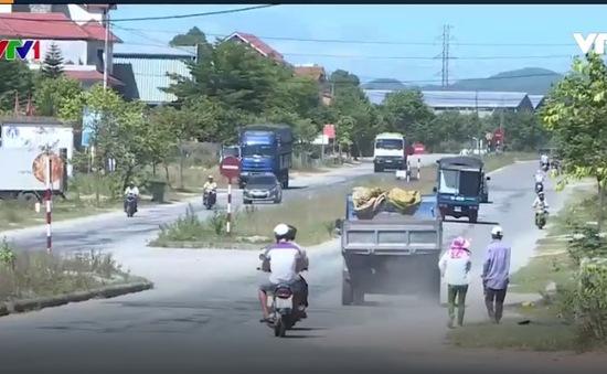 Xe chở vật liệu xây dựng gây mất ATGT tại Huế